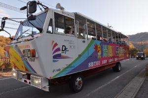 湯西川の水陸両用バス